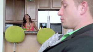 Мужчина застукал жену изменяющую с другом - скриншот #4