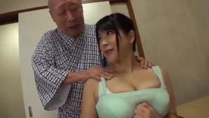 Сисястая японка ебется со стариками - скриншот #6