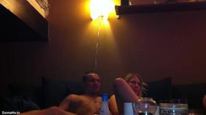 Пьяную блондинку ебут двое - скриншот #21