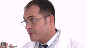 Перепихнулась с доктором и пациентом - скриншот #1