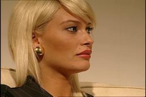 Блондочку ебут двумя хуями - скриншот #21