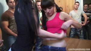 Эмилию пустили по кругу - скриншот #4