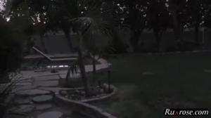Три негра ебут сочную мамочку - скриншот #2