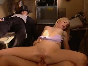 Медовый месяц на Карибах (порно фильм) - скриншот #3