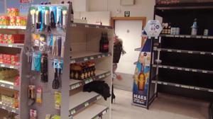 Телку отвафлили все посетители магазина - скриншот #1