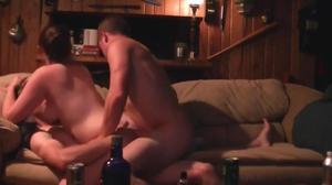 Два страстных мужика чпокают анус и письку безотказной давалки с двойным проникновением - скриншот #4