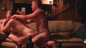 Два страстных мужика чпокают анус и письку безотказной давалки с двойным проникновением - скриншот #5