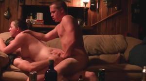 Два страстных мужика чпокают анус и письку безотказной давалки с двойным проникновением - скриншот #6