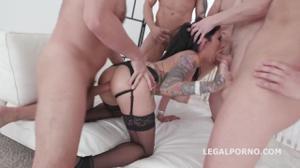 Мальчишник закончился дикой групповухой с татуированной проституткой - скриншот #3