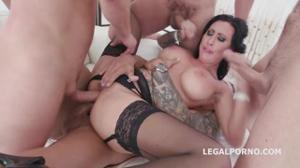 Мальчишник закончился дикой групповухой с татуированной проституткой - скриншот #5