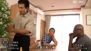 Азиатка живет с тремя мужиками - скриншот #12